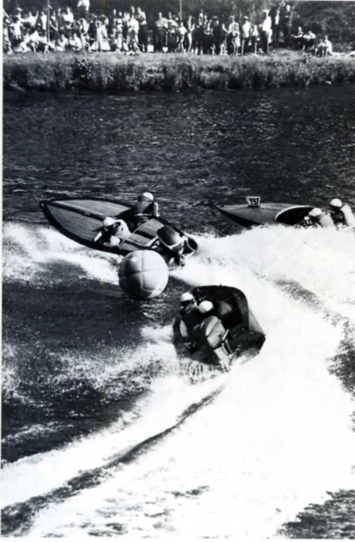 première course bateau jeanneau