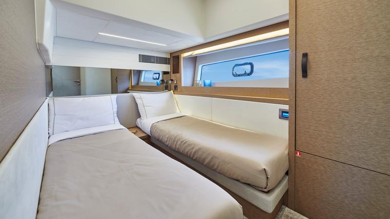 Prestige 590 Flybridge - image 9