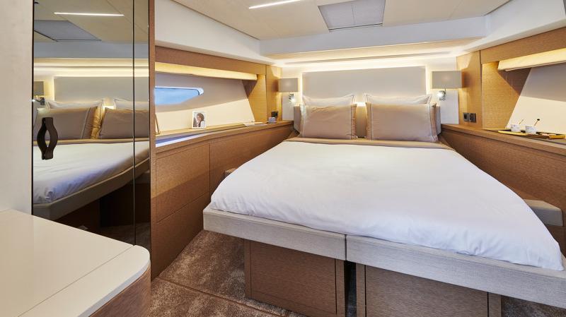 Prestige 590 Flybridge - image 11